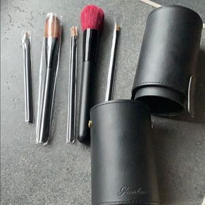 Guerlain 5pcs makeup brushes with leather Case
